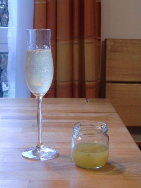 Prosesso mit Zitronen-Gewürz-Sirup